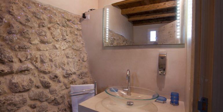 rif.-Lecce-masseria-Murrieri-foto-bagno-1