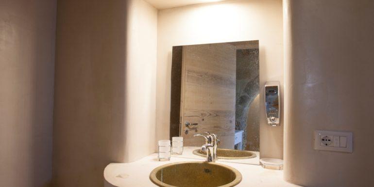 rif.-Lecce-masseria-Murrieri-foto-bagno-3