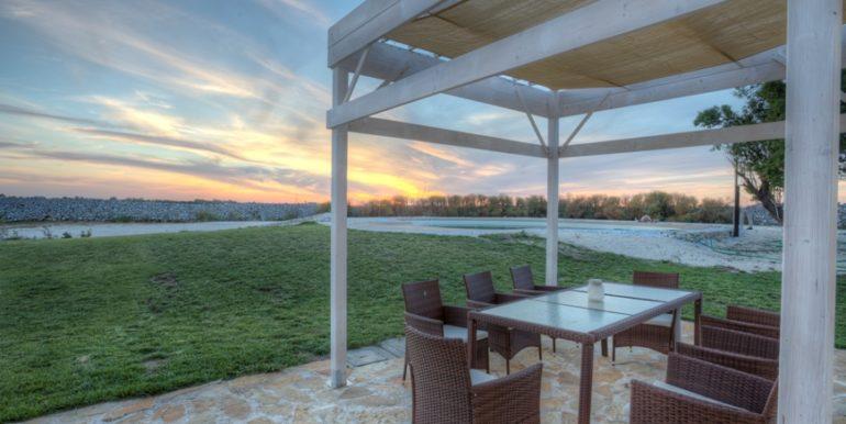 rif.-Lecce-masseria-Murrieri-foto-tramonto-e-piscina-2