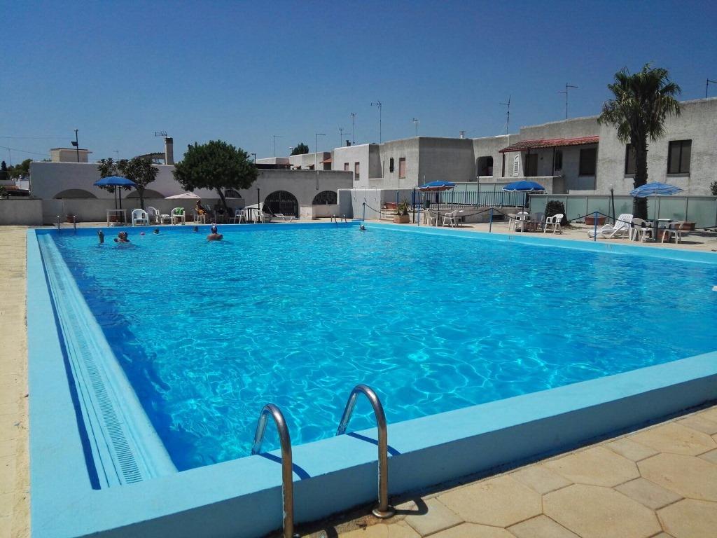 Villetta con piscina porto cesareo vitaleimmobiliare for Piscine porto portugal